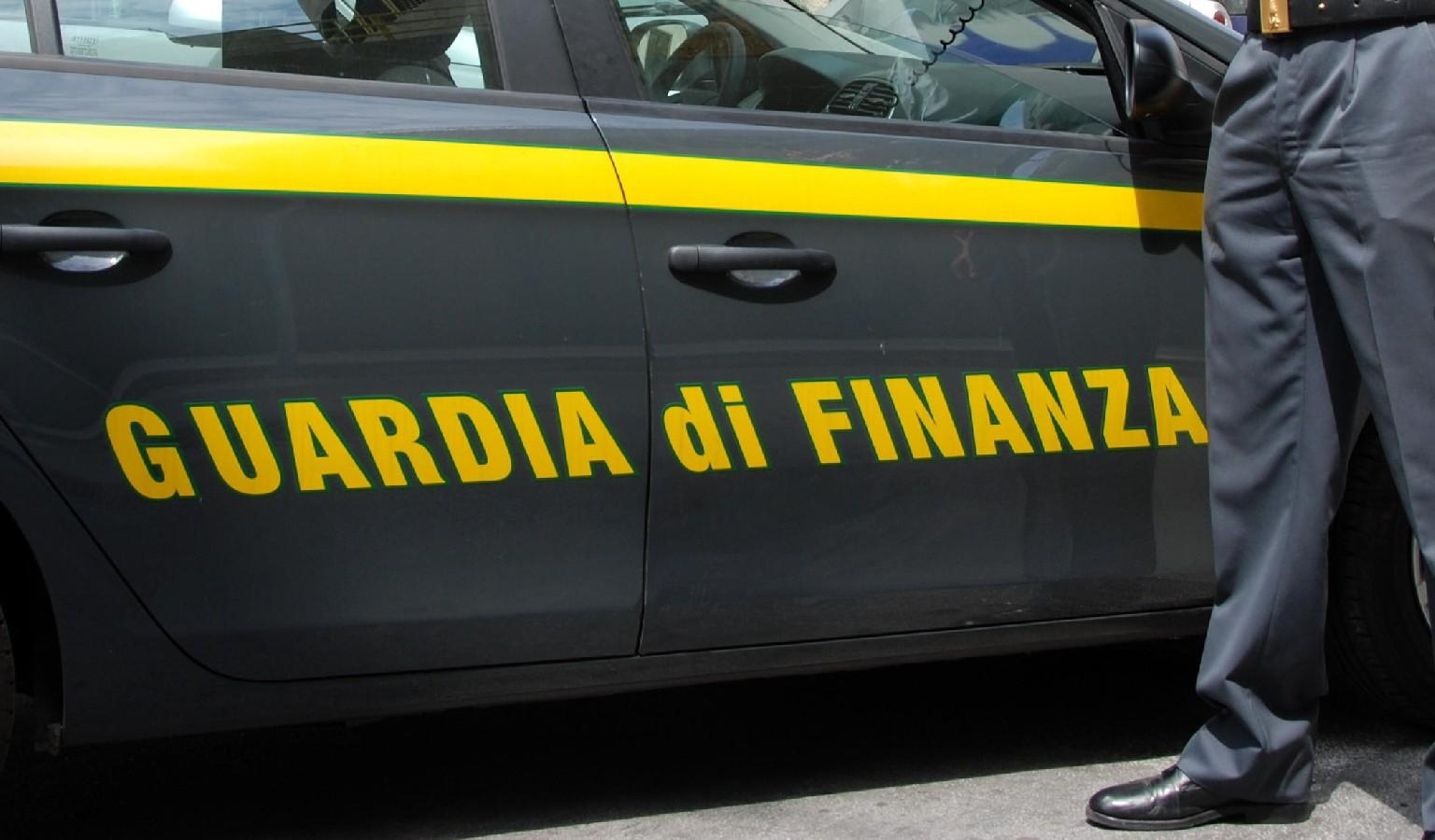 Sequestrate a Palma Campania mascherine e prodotti contraffatti: denunciata la titolare