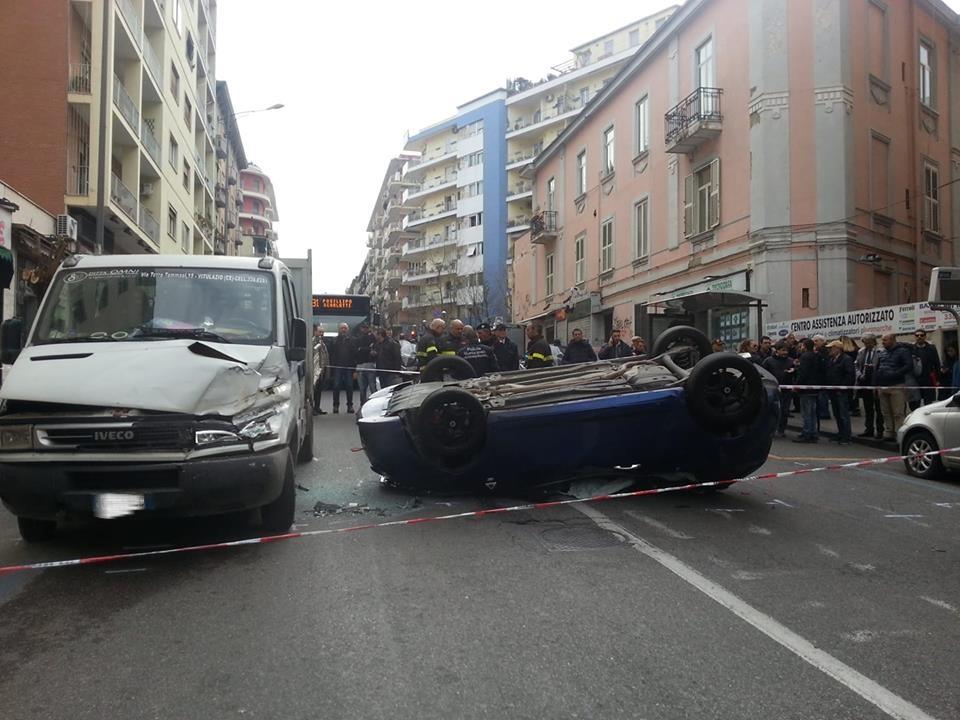 Napoli. Incidente al Vomero: automobilista ferito trasportato in ospedale