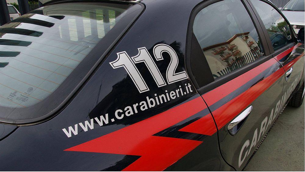 Sorpreso mentre trasportava una grossa scatola di cartone:  51enne di Casoria in manette per contrabbando di sigarette