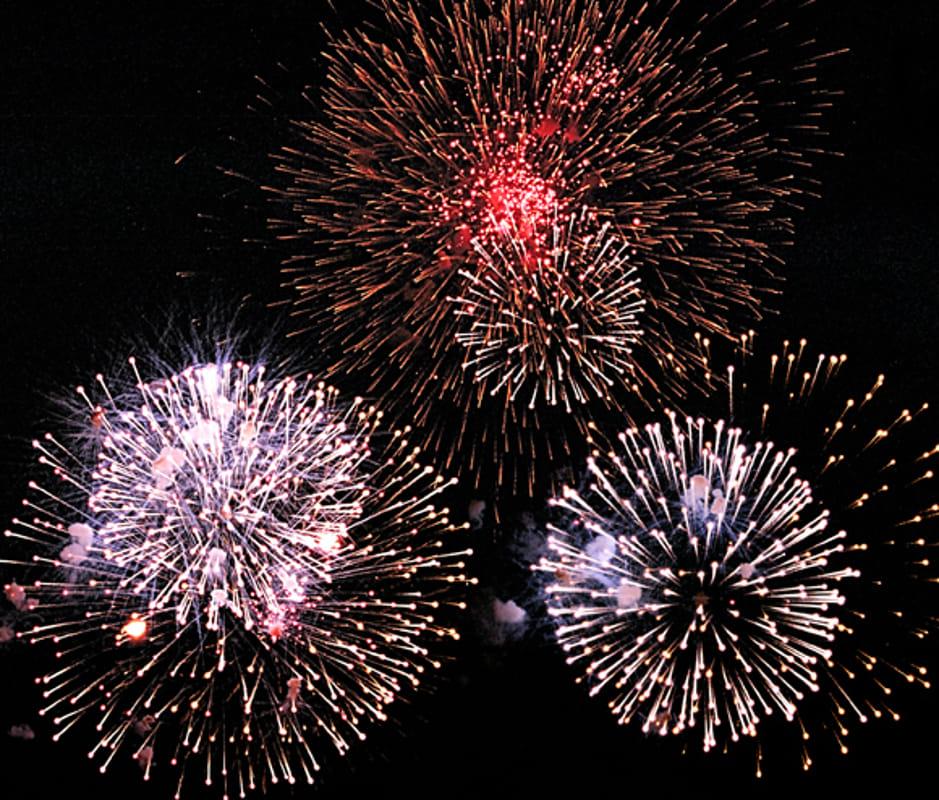 Juventus eliminata dall'Ajax. A Napoli partono i festeggiamenti con i fuochi d'artificio