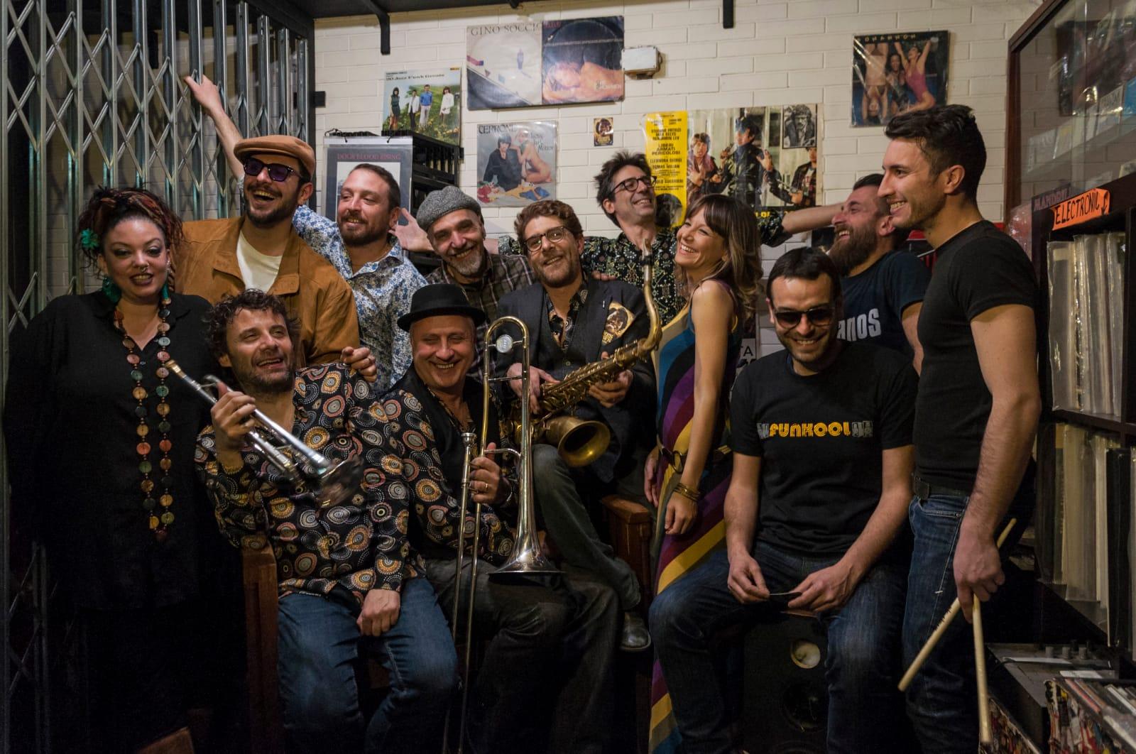 """Al Nostos Teatro un venerdì di festa con """"Moonshine"""""""