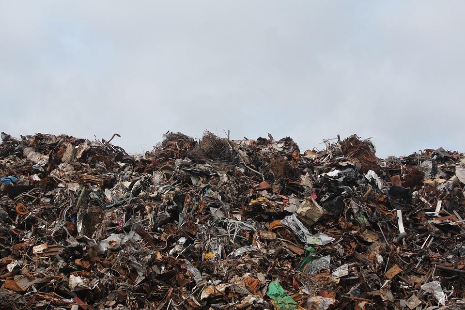 Rifiuti nel Salernitano: 400 tonnellate di rifiuti smaltiti illegalmente, 17 denunce