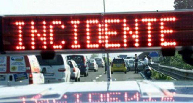 Tragico incidente sull'Asse Mediano tra Acerra e Afragola. Camion perde carico: c'è un morto