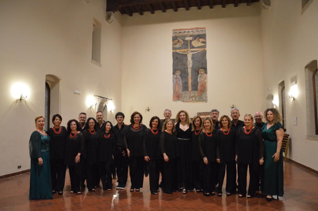 Grande successo per il coro Mirabilia Vocis per lo spettacolo musicale a Santa Chiara a Napoli