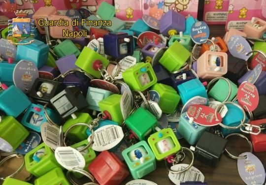 Maxi sequestro di giocattoli a Casoria: denunciati i responsabili
