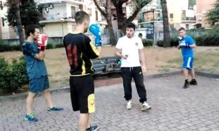 Strutture sportive chiuse, ad Arzano la Golden Boys Boxe si allena in strada