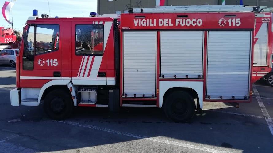 Casoria. In fiamme l'appartamento: due anziani salvati dai vigili del fuoco e dai carabinieri
