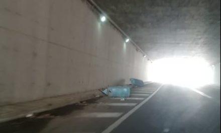 """Zona Stazione AV di Afragola: due grossi """"bidoni"""" abbandonati in galleria"""
