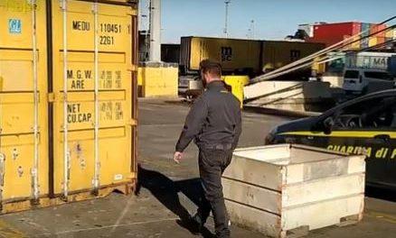 Sequestrate 3 tonnellate di rifiuti nel porto di Napoli diretti in Africa
