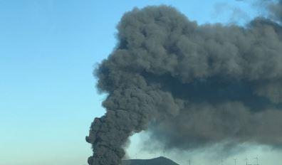 Ottaviano. Vasto incendio in una fabbrica di materiale plastico