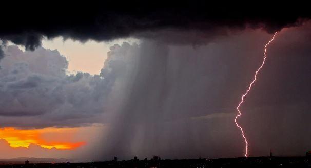 Allerta meteo in Campania: temporali e forte vento. A Napoli parchi e cimiteri chiusi