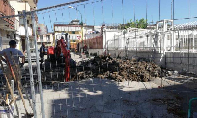 """Afragola. Al via i lavori in via Pascoli. Il consigliere Caiazzo: """"Per la settimana prossima saranno completati"""""""