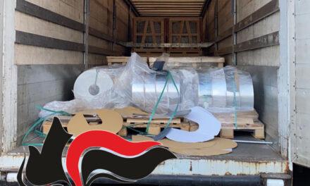 20 tonnellate di alluminio provento di rapina trasportate in un camion: i carabinieri di Torre Annunziata arrestano due uomini