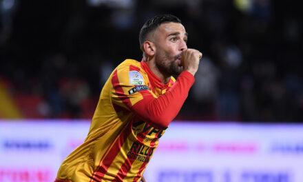 Napoli in svantaggio a Benevento. Primo goal in A per Roberto Insigne