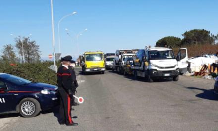 Blitz dei carabinieri nel campo rom di Giugliano: 7 mezzi sequestrati