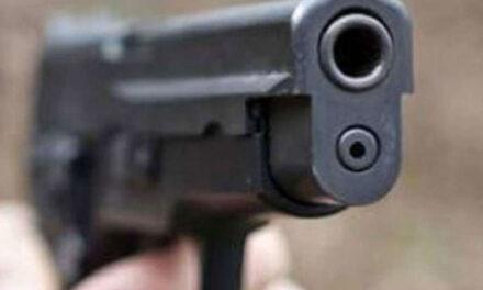 Torre del Greco. Tentano di rapinare un agente libero dal servizio, il militare esplode un colpo di pistola ferendo uno dei due malviventi