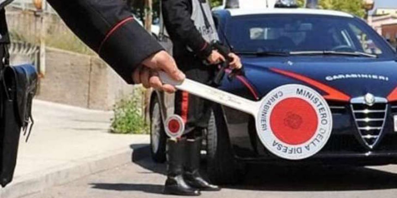Non si ferma all'alt dei carabinieri: dopo lungo inseguimento fermato 19enne di Arzano