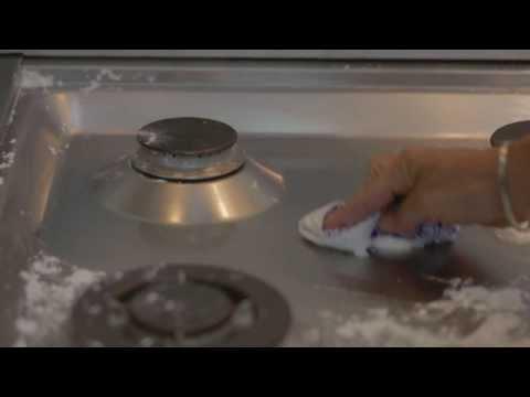 Come pulire l'acciaio: con queste semplici regole tornerà a brillare