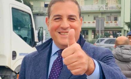 """A Casalnuovo il sindaco Pelliccia riapre le scuole. Le mamme: """"Chi tutela i nostri figli"""""""