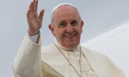 """Papa Francesco: """"I poveri al centro del Vangelo, il Natale non sia per comprare ma per dare agli altri"""""""