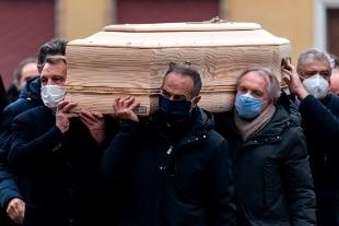Sciacalli in azione mentre avveniva il suo funerale. Svaligiata la casa di 'Pablito'