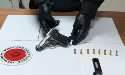 Controlli dei carabinieri a Torre Annunziata nei quartieri Provolera e Annunziata: rivenuta una pistola clandestina