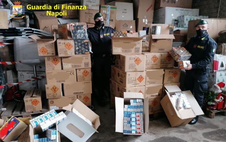 Sequestrati 800kg di botti illegali: la guardia di Finanza arresta un 44enne ad Afragola