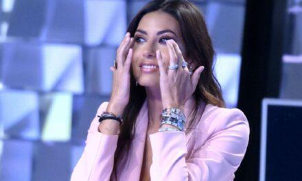 """Grande Fratello Vip. Elisabetta Gregoraci crolla e scoppia in lacrime: """"Abbandono il programma"""". Ecco il motivo"""