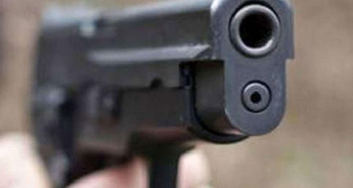 Lite a colpi di arma da fuoco nel napoletano: ferite due persone