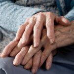 Afragola. Una donna di 75 anni si sente sola e chiama i Carabinieri: all'arrivo scoppia in lacrime