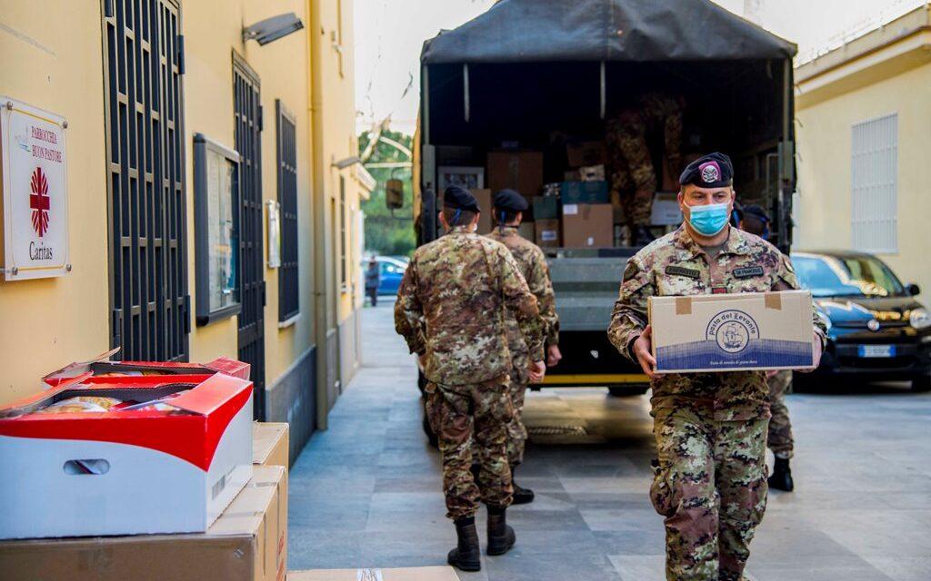 """Caserta. Il grande cuore dei militari della brigata bersaglieri """"Garibaldi"""": donati oltre tre tonnellate di alimenti alla Caritas"""
