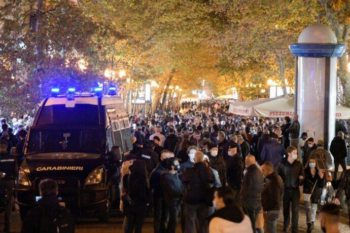 Napoli. Controlli antiCovid al Vomero: sanzionati 22 cittadini