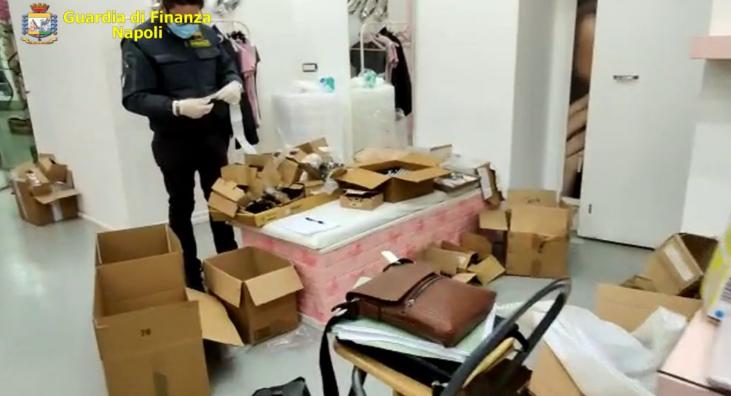 Sequestrati dalla Guardia di finanza a Portici 22.800 articoli di cosmetici e mascherine facciali contraffatti