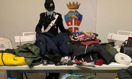 Napoli. Sequestrato dai carabinieri un laboratorio di capi d'abbigliamento contraffatti