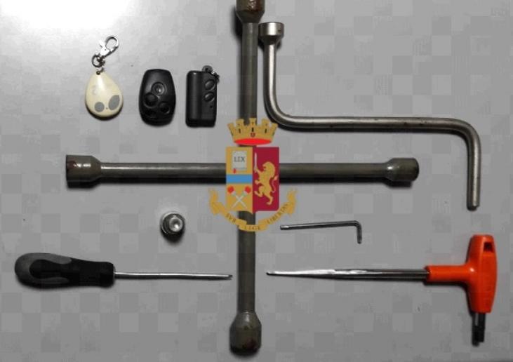 Furti di penumatici nei quartieri Vomero e Arenella: arrestato 28enne dopo un lungo inseguimento