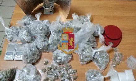 In auto con 37 dosi di marijuana e soldi: arrestato uomo a Napoli