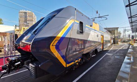 """Trasporti in Campania: consegnato a Trenitalia il primo treno """"Rock"""""""