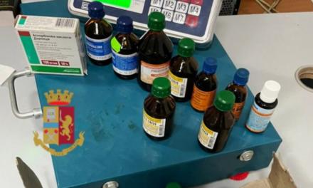Vende farmaci su una bancarella a Napoli: 24enne denunciato dalla polizia, sequestrate 30 confezioni di medicinali