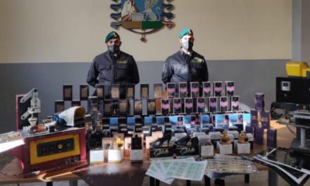 Scoperte a Melito di Napoli due fabbriche del falso: sequestrati profumi contraffatti