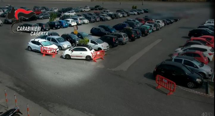 """Rubavano le auto nei parcheggi dell'Ikea di Casoria e del """"Centro Campania"""" di Marcianise: quattro uomini arrestati"""