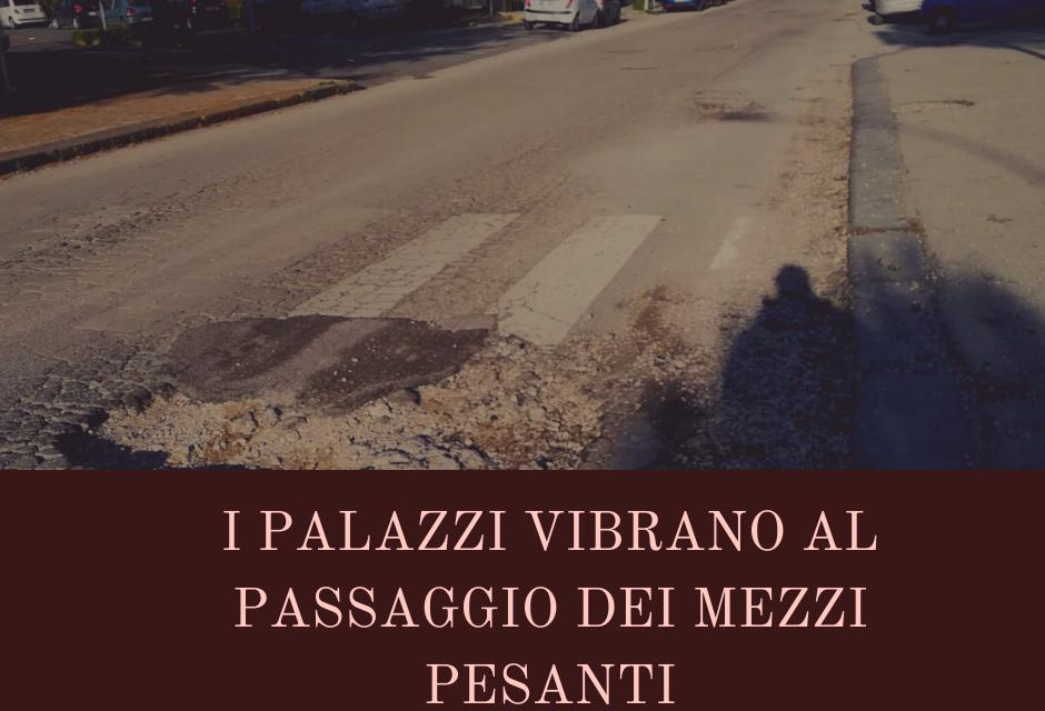 Casoria. Grosse buche in via Duca D'Aosta: i palazzi tremano al passaggio dei camion