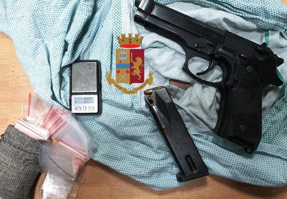 Napoli. La polizia scopre una pistola in un'intercapedine di un edificio