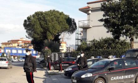 Controlli a tappeto dei carabinieri ad Arzano: 90 persone identificate, un arresto