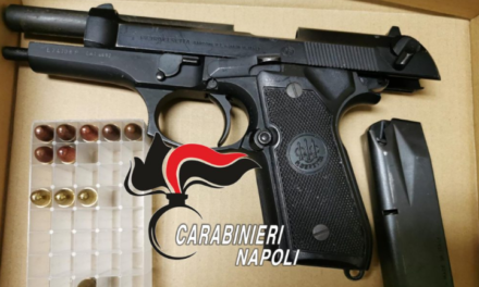 Napoli. Rinvenuta e sequestrata dai carabinieri una pistola nascosta in un furgone abbandonato