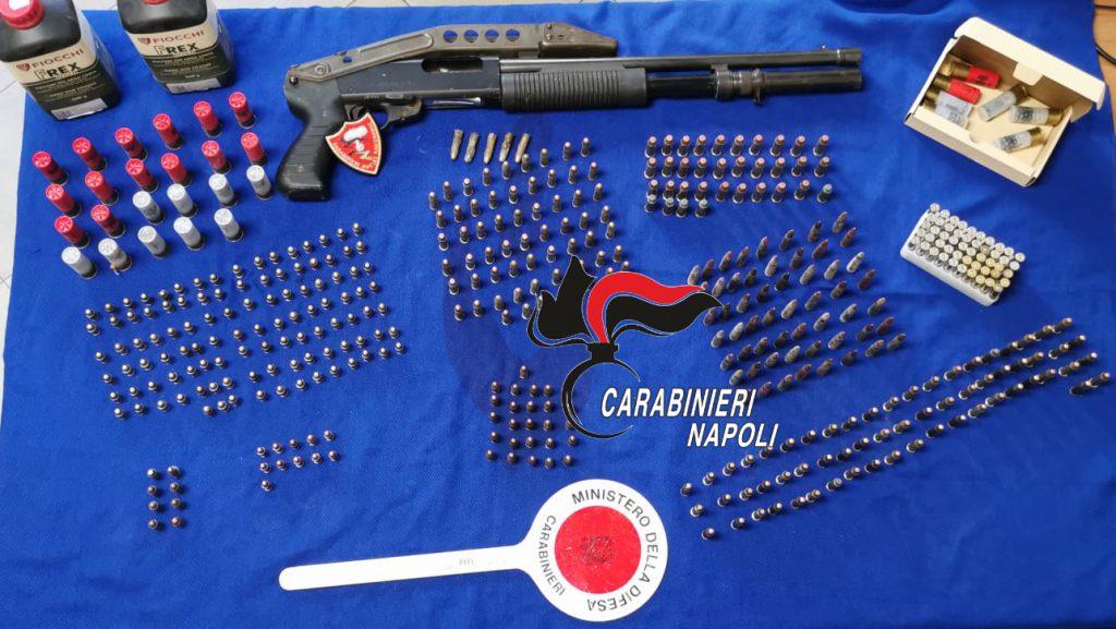Centinaia di munizioni e un fucile a pompa sequestrati a Napoli: la scoperta dei carabinieri