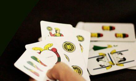 Napoli. Giocano a carte all'interno di un circolo: sanzionate 7 persone e chiuso il locale
