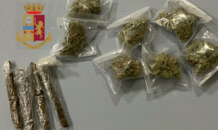 Napoli. Nasconde la droga nella cassetta postale, spacciatore arrestato dalla polizia