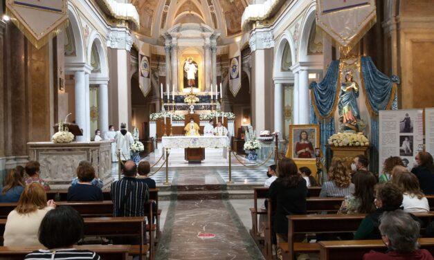 Afragola, alla Basilica di Sant'Antonio il Ministro Provinciale dei Frati minori benedice un quadro di Margherita Candia