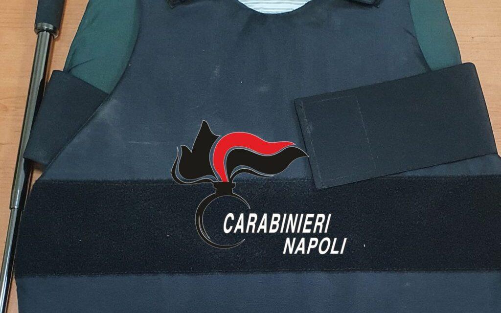Napoli, quartiere San Lorenzo: in giro di notte con giubbotto antiproiettile e manganello, arrestato un 21enne