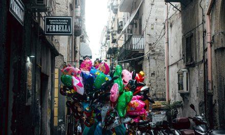 """""""Divini Quartieri Spagnoli"""", fotografi e scrittori interpretano la Commedia dantesca nel centro di Napoli"""